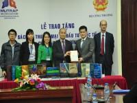 EU- MUTRAP trao tặng sách hội nhập kinh tế quốc tế