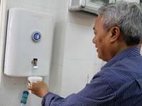 Người biến nước sông Tô Lịch thành … nước uống!