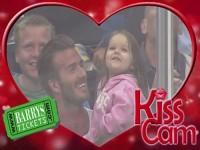 David Beckham cưng nựng con gái yêu