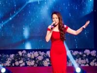 Ca sĩ Hồ Quỳnh Hương bất ngờ đi thi tốt nghiệp đại học