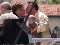 Elton John hạnh phúc hôn chồng trong kỳ nghỉ ở Venice