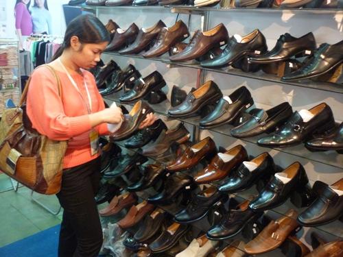 Image result for ngành công nghiệp giày da