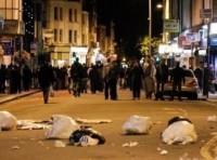 Gần 700 người bị truy tố sau bạo loạn Anh