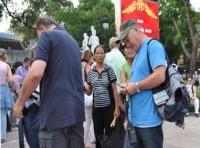 Dẹp nạn đeo bám, trộm đồ du khách tại Hà Nội: Cần làm quyết liệt