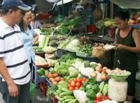 Giá rau xanh bán lẻ tăng đột biến tại Hà Nội