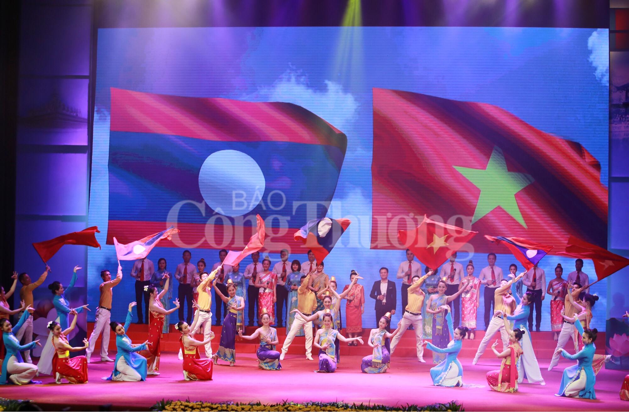 Việt Nam - Lào: 55 năm chung một chặng đường phát triển