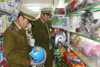 QLTT Phù Yên- Tăng cường kiểm tra hàng hóa dịp Tết Mậu Tuất