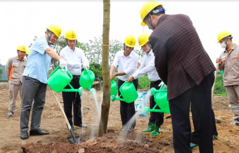 """Tổng công ty Điện lực miền Bắc hưởng ứng Lễ trồng cây trên các """"Con đường du lịch hoài niệm các di tích Quốc gia"""""""