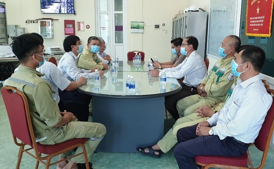 Công đoàn EVNNPT tổ chức tọa đàm và thăm hỏi người lao động nhân dịp Tháng Công nhân