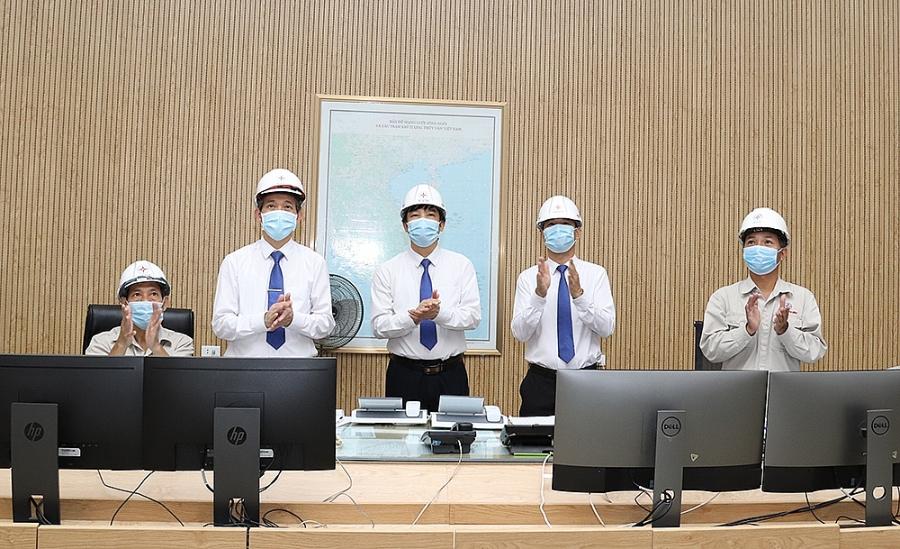 Thuỷ điện Hoà Bình cán mốc 250 tỷ kWh