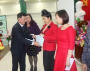 PC Sơn La trao thưởng cho 150 hộ gia đình tiết kiệm điện năm 2016