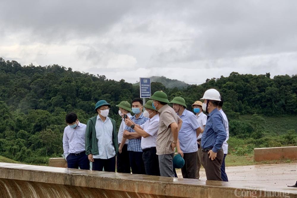 Đoàn công tác Bộ Công thương kiểm tra thực địa về an toàn hồ đập và phòng chống thiên tai tại Điện Biên