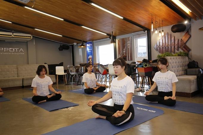 tap luyen yoga mien phi cung bidv metlife