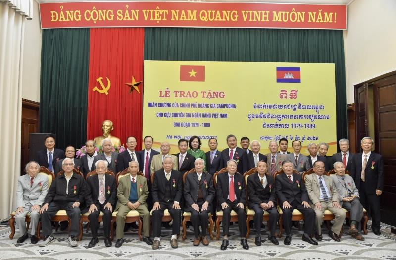 Hoàng gia Campuchia trao Huân chương cho cán bộ Ban K