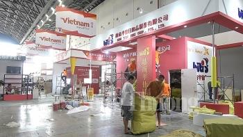 doanh nghiep viet gap rut hoan thien gian hang truoc ngay khai mac caexpo 2019