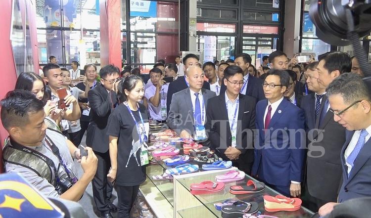 pho thu tuong vu duc dam khai truong khu gian hang viet nam tai caexpo 2019