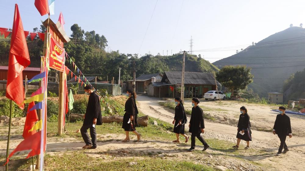 Đồng bào các dân tộc huyện Bắc Hà (Lào Cai) nô nức đi bầu cử