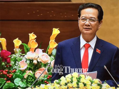 """Thủ tướng Chính phủ Nguyễn Tấn Dũng trình bày nội dung chủ yếu của Báo cáo """"Tình hình kinh tế - xã hội 2015 và 5 năm 2011-2015; phương hướng, nhiệm vụ 5 năm 2016-2020 và năm 2016"""