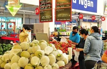 mm mega market tang 40 luong hang hoa thiet yeu phuc vu nguoi dan