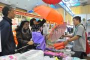 Nhộn nhịp hội chợ bán lẻ hàng Thái Lan tại Hà Nội