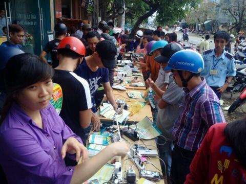 Viettel Khánh Hòa cùng người dân khắc phục sự cố sau bão Damrey