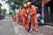 Thợ điện Thủ đô nỗ lực 17 giờ trong ngày nắng nóng