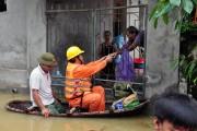 Thợ điện Thủ đô nỗ lực trong vùng ngập úng