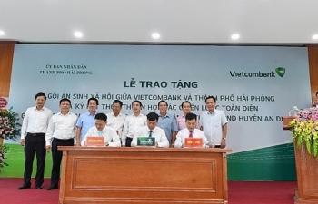 vietcombank trao tang goi an sinh xa hoi tri gia 10 ty dong