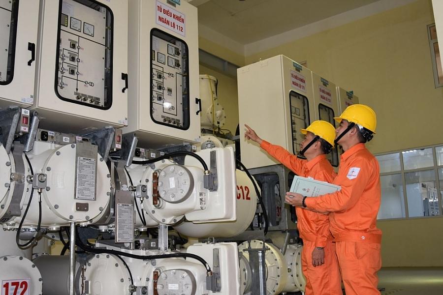 EVN đã đề ra nhiều chương trình hành động về tiết kiệm điện, cụ thể năm 2030 quán triệt trong ngành điện tới địa phương và tới người dân sử dụng điện