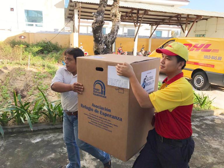 Hành trình vận chuyển 40 xe lăn miễn phí cho trẻ khuyết tật Đà Nẵng