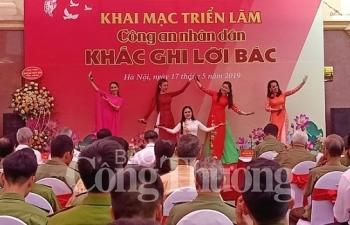 mo cua trien lam cong an nhan dan khac ghi loi bac