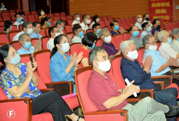 Bộ trưởng Nguyễn Hồng Diên tiếp xúc cử tri tại Hải Phòng