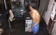 TP. Hồ Chí Minh: Khắc phục sự cố bật nắp cống, ngập hàng trăm nhà dân