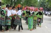 Giữ gìn nghề dệt trang phục truyền thống