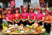 Mâm cơm đoàn kết của đồng bào Thái