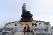 Lên đỉnh Fansipan chiêm bái tượng Phật A Di Đà cao nhất Việt Nam