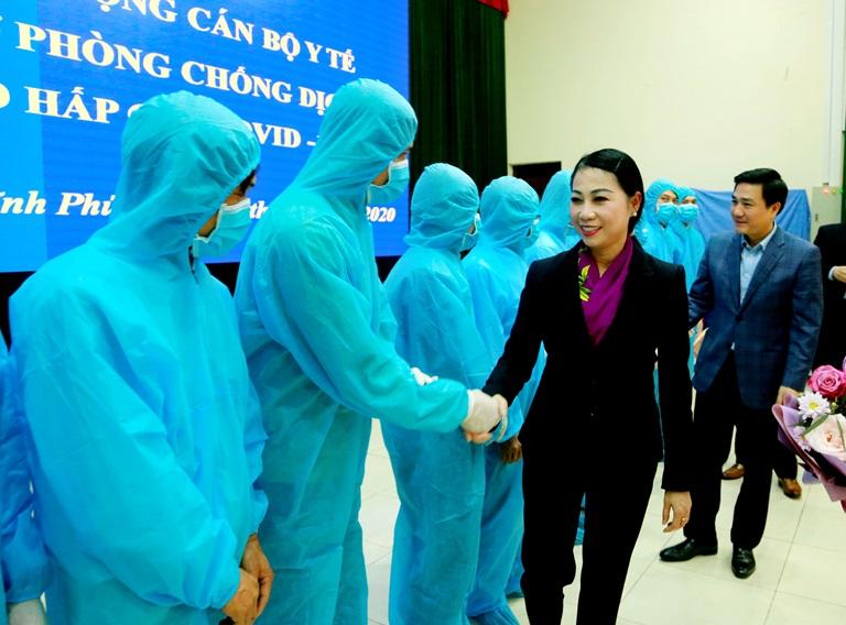vinh phuc tang cuong hon 160 can bo y te ve huyen binh xuyen