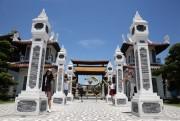 Tàu lượn dạng treo lớn nhất Việt Nam ra mắt tại Asia Park