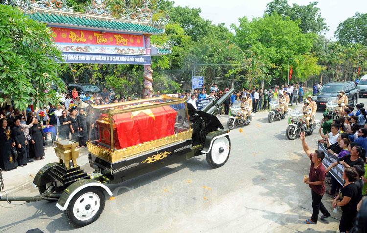 Cả nước tiễn đưa nguyên Thủ tướng Phan Văn Khải về với Đất Mẹ