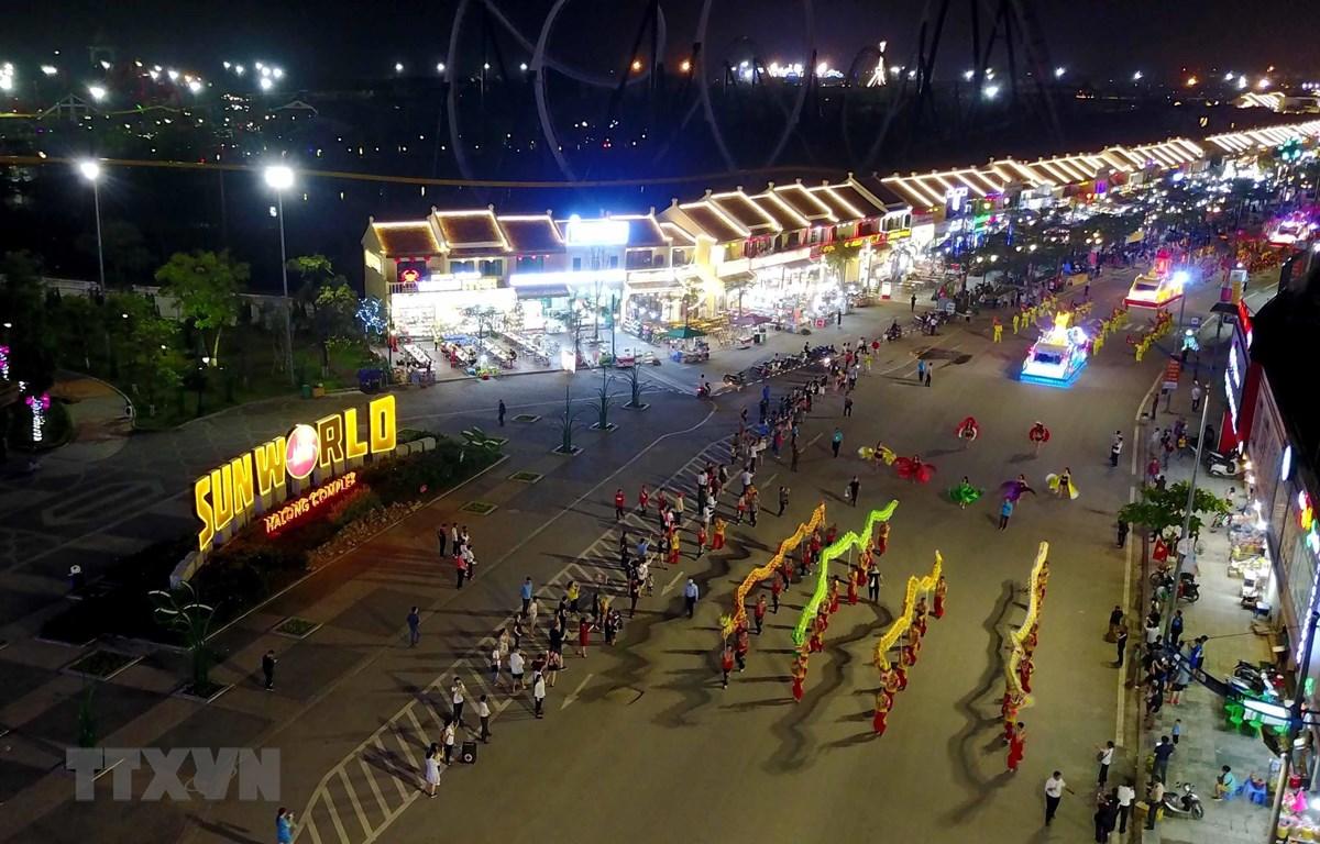 carnaval ha long lan dau tien duoc san khau hoa trong nha