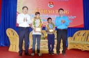 """Trao tặng huy hiệu """"Tuổi trẻ dũng cảm"""" cho hai thiếu niên ở Khánh Hòa"""