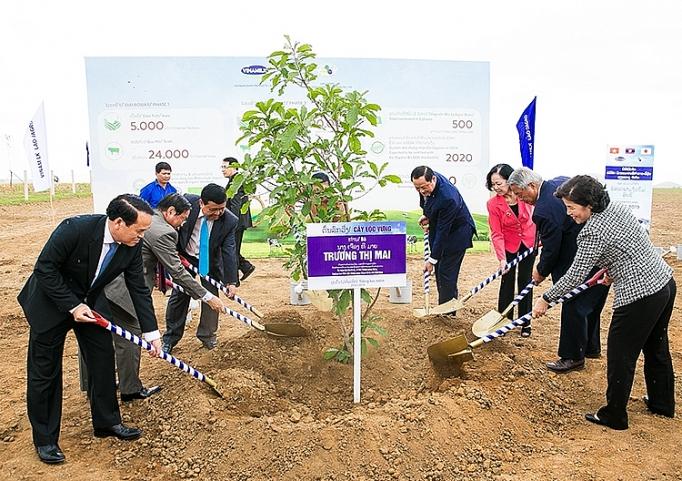 vinamilk lien doanh voi doanh nghiep lao va nhat ban khoi cong xay dung to hop resort bo sua organic quy mo 5000 ha tai lao
