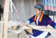 Nghề dệt lanh truyền thống của dân tộc Mông
