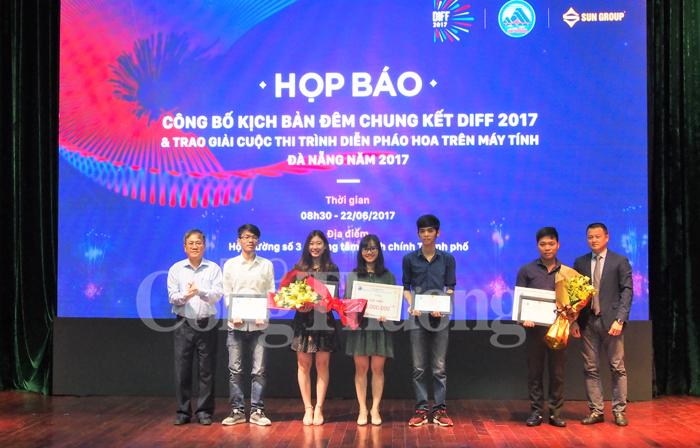 Đà Nẵng trao giải cuộc thi trình diễn pháo hoa trên máy tính năm 2017 250252b049a68335a515706e91202279_Ynh1_copy
