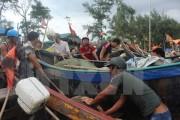 Sóng lớn, hàng chục tàu cá của ngư dân Quảng Bình bị đánh chìm