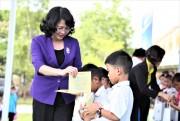 Trao tặng 46.500 ly sữa cho trẻ em tỉnh Quảng Nam