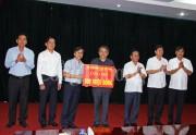 Tập đoàn Điện lực Việt Nam hỗ trợ 500 triệu đồng cho nhân dân bị lũ quét huyện Mường La