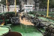 Bất ngờ sự cố truyền tải, 200 lít dầu tràn ra vịnh Hạ Long