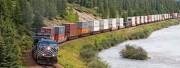 Đường sắt không đủ sức… đi mau?