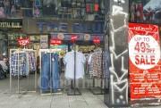 Thị trường thời trang: Giảm giá mạnh vẫn khó hút khách